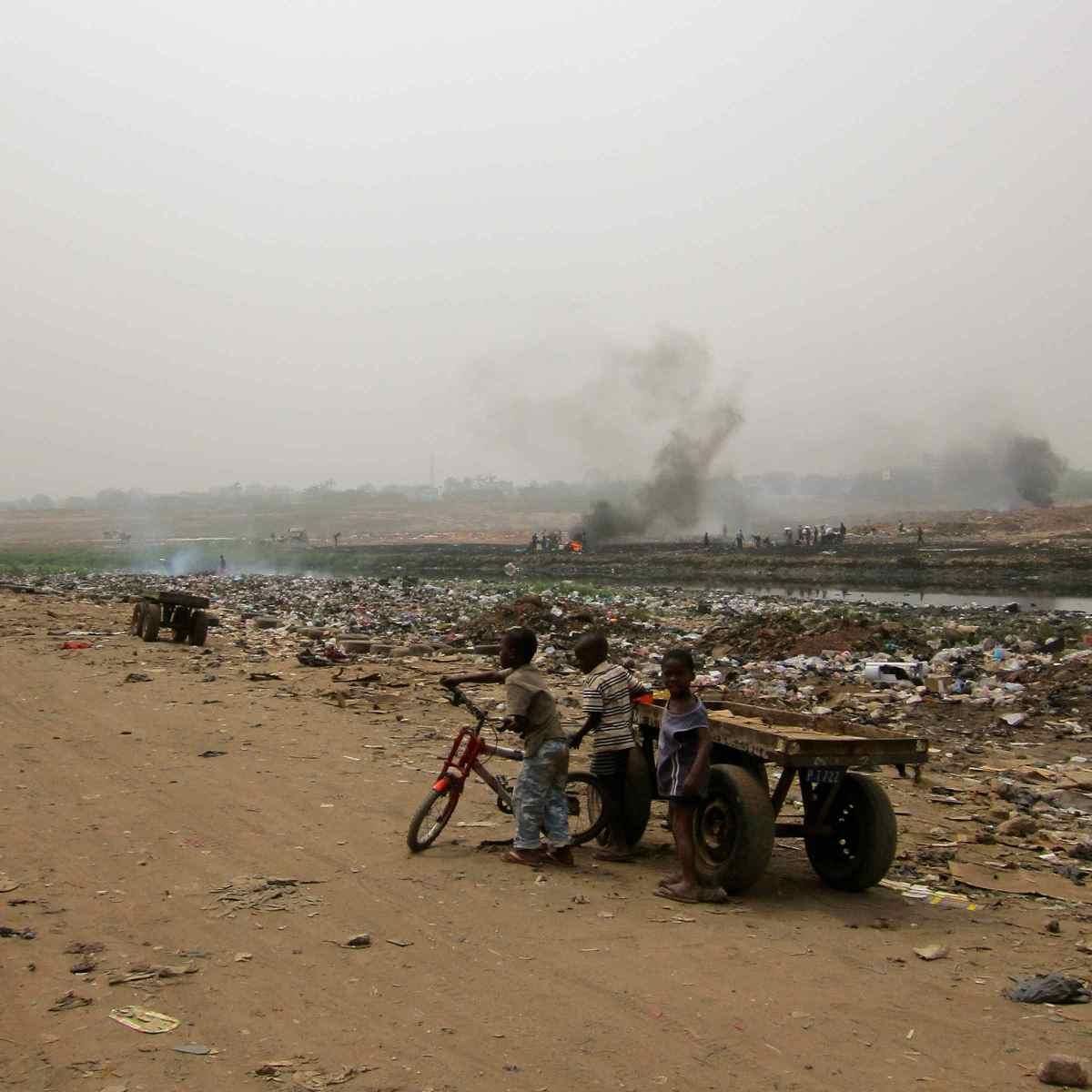 Die Elektromüllkippe Agbogbloshie bei Accra in Ghana ist einer der giftigsten Orte der Welt.
