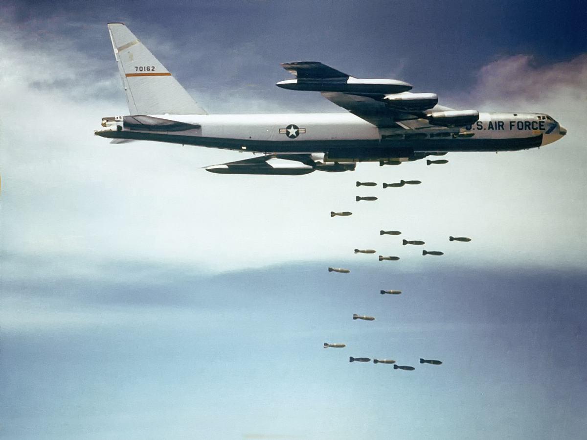 B-52 Bomber legten weite Teile Vietnams in Schutt und Asche.