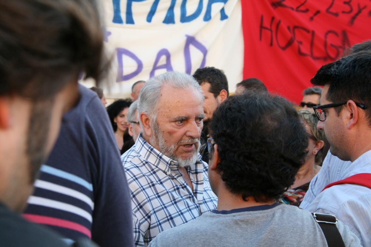 Der spanische Kommunist Julio Anguita bei einer Versammlung im Oktober 2013 (Foto: Javi/Flickr.com)