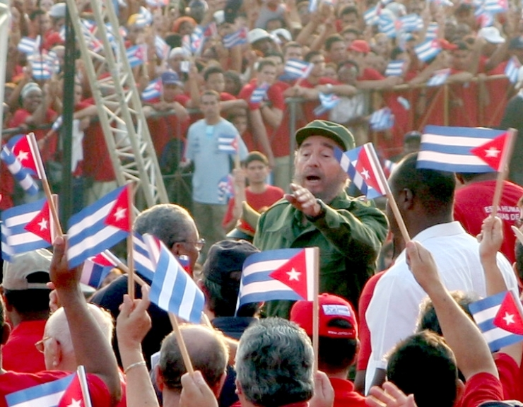 Beitragsbild_Neue_Debatte_Fidel_Castro_1._Mai_2005_bei_Kundgebung_2_Foto_von_Vandrad Vandrad@gmx.de - selbst fotografiert, CC BY-SA 3.0, https://de.wikipedia.org/w/index.php?curid=1238835