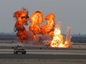 Panzer bei einer Gefechtsübung. Auch eine Nukleare Abrüstung wird auf der Friedenskonferenz in Berlin gefordert.