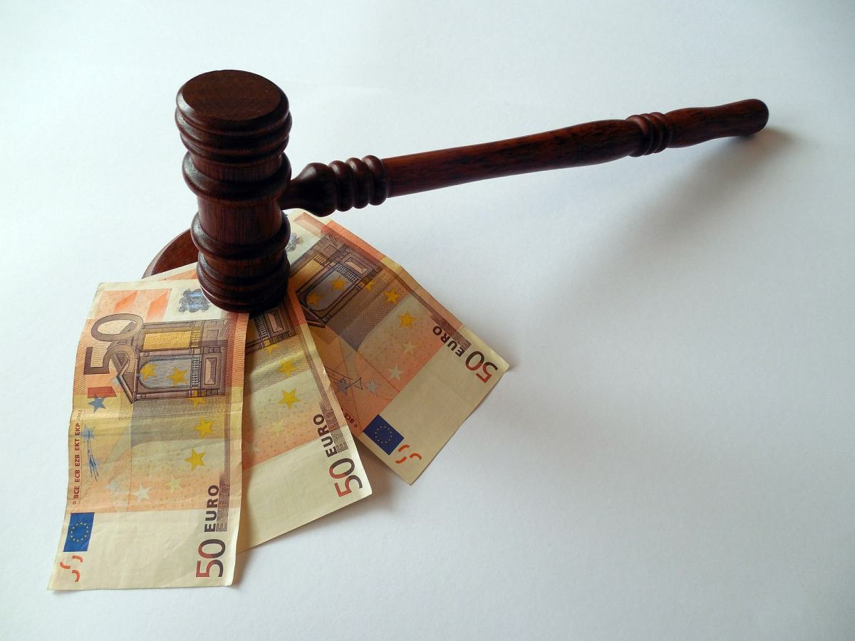 Der Vorschlag, Gesetze durch eine Buergerlobby zu kaufen, ist nicht ernst gemeint. Aber mit gesetz-kaufen.de gibt es schon eine Initiative im Netz.