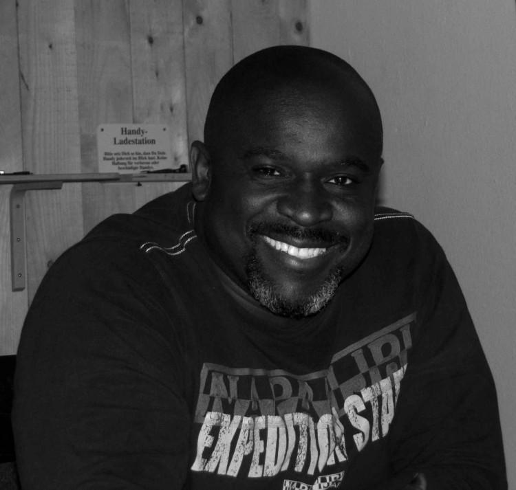Serge Dash Menga lebt in Essen und setzt sich für ein Miteinander der Menschen ein.