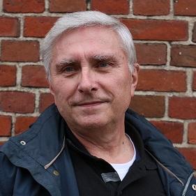 Dr. Reinhard Paulsen ist ein Historiker aus Hamburg.