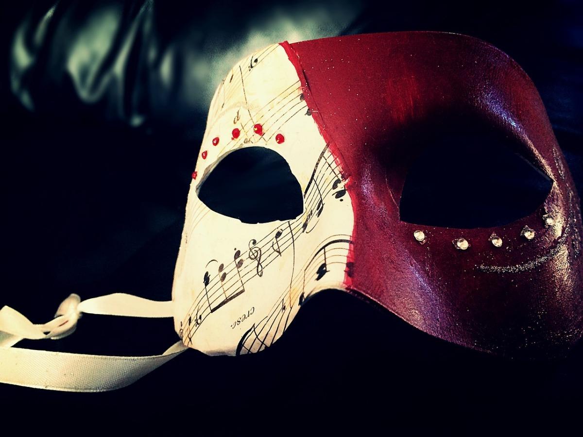 Maske mit Farben für Karneval.