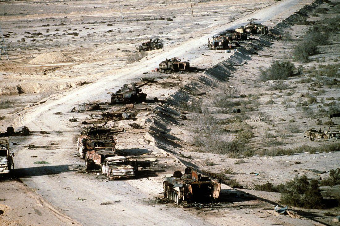 Auf dem Highway of Death 1991 zerstörte irakische Panzer und Fahrzeuge.