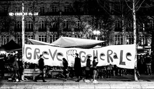 die soziale Bewegung Nuit Debout in Frankreich wehrt sich auch gegen das Arbeitsgesetz El-Khomri.