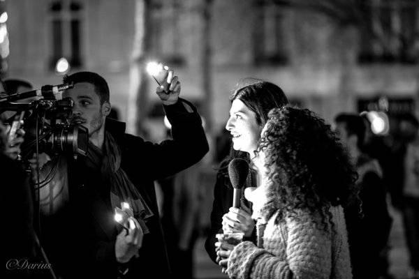 Reporter und Journalisten auf dem Place de la République bei Nuit Debout.