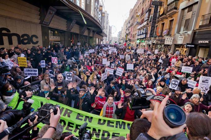 Weg mit dem Knebelgesetz: Für Meinungsfreiheit und Solidarität