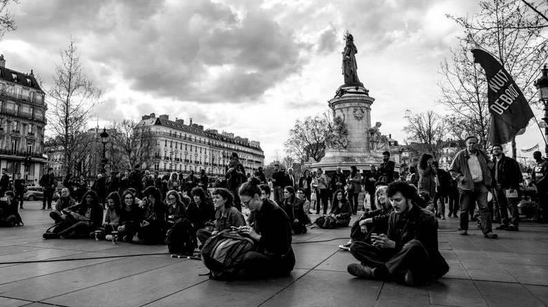Teilnehmer der Bürgerbewegung Nuit Debout auf dem Place de la République in Paris.