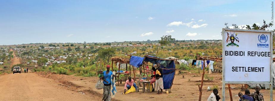 Eingang zum Flüchtlingslager Bidi Bidi in Uganda. Foto von Robert Manoutschehri.