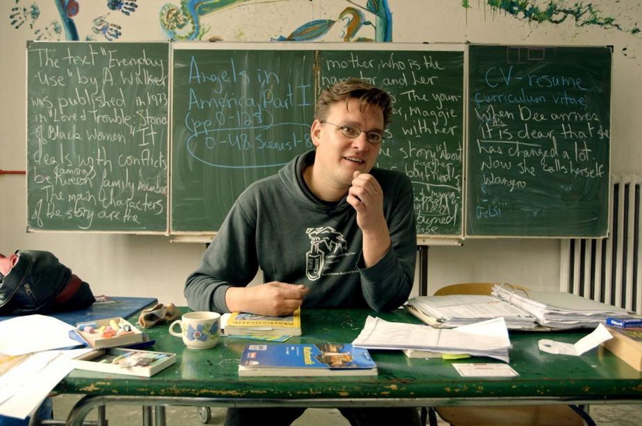 Simon, ein Mathelehrer, der gerne das alternative Schulkonzept vertritt. © Neue Visionen Filmverleih