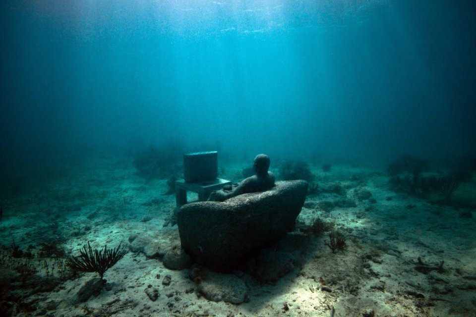 Jason deCaires Taylor sculpture by Julie Rohloff (CC BY-SA 2.0)
