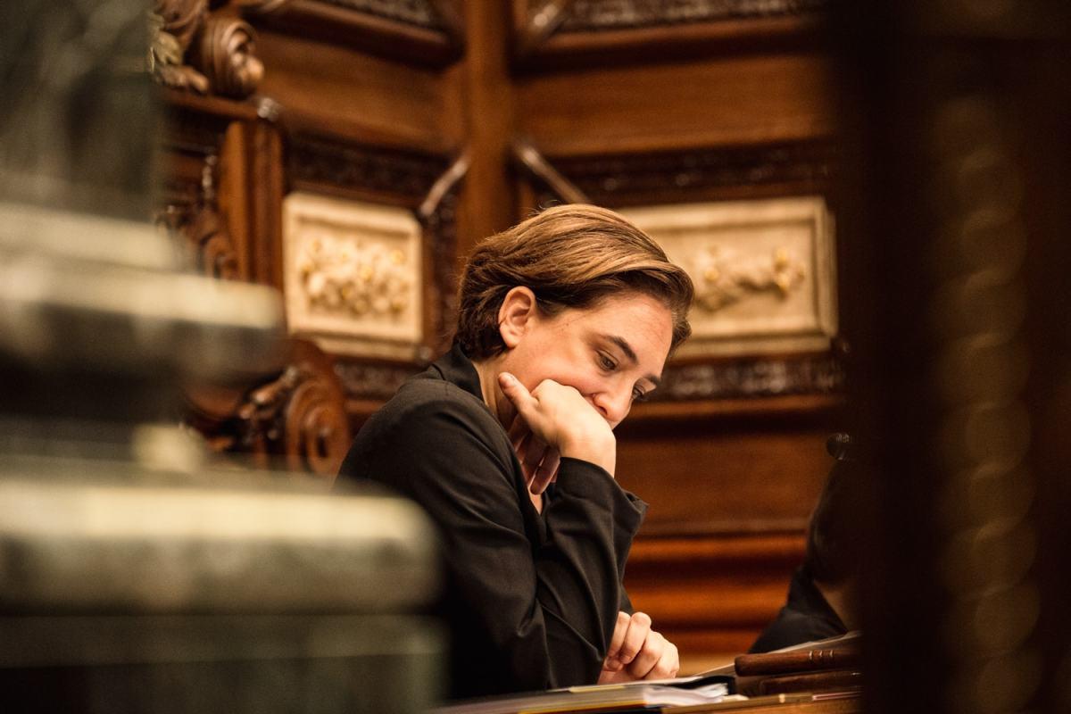 Ada Colau 2015 im Plenum von Barcelona. Foto von Marc Lozano (Flickr.com);CC BY 2.0
