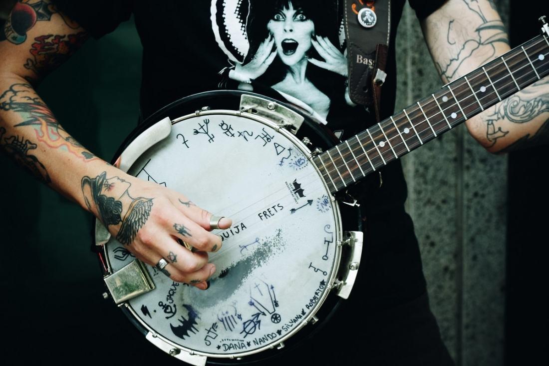 Straßenmusiker. Foto: Matheus Ferrero; Unsplash