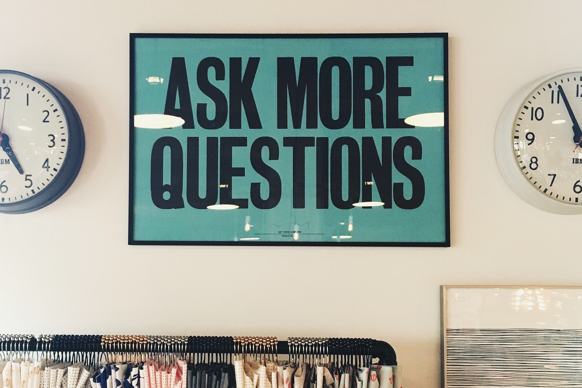 Stellt mehr Fragen. (Foto: Jonathan Simcoe;Unsplash.com)