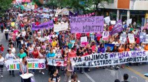 Marsch Ni Una Menos in Peru. (Foto: Pressenza)
