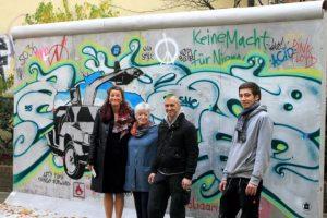 Sabine Kunz, Christine Maclean und Thomas Rojahn v.l.n.r vor dem Hearing über die Zukunft der East Side Gallery, Foto Reto Thumiger