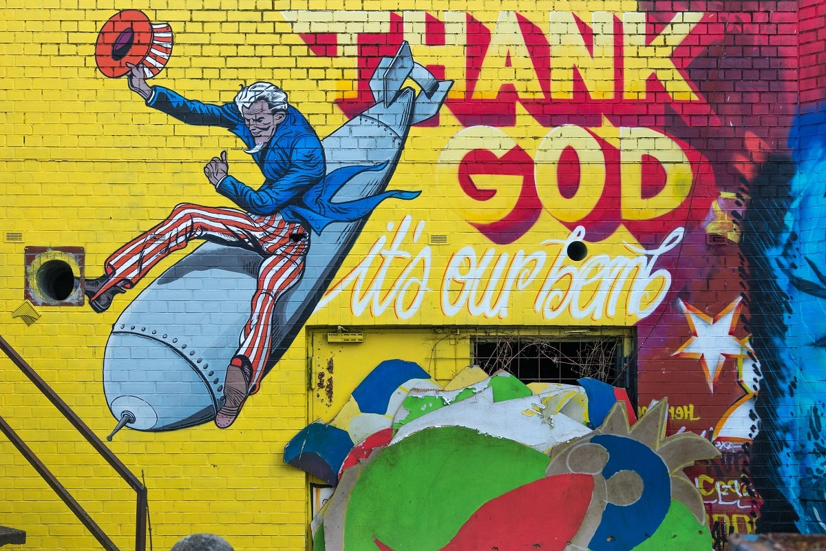 Uncle Sam auf der Bombe als Street Art Comic. (Foto: Sebastian Spindler, Unsplash.com)