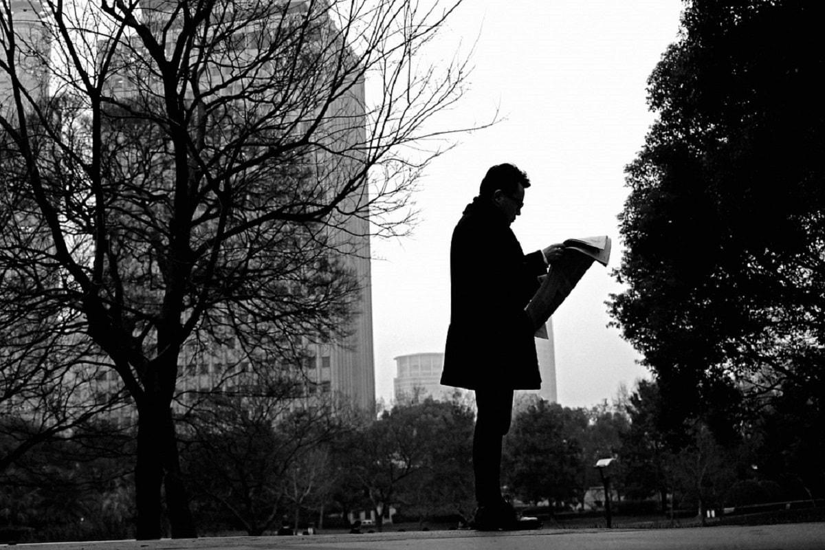 Mann mit einer Zeitung. (Foto: Silentpilot, Pixabay.com,Creative Commons CC0)