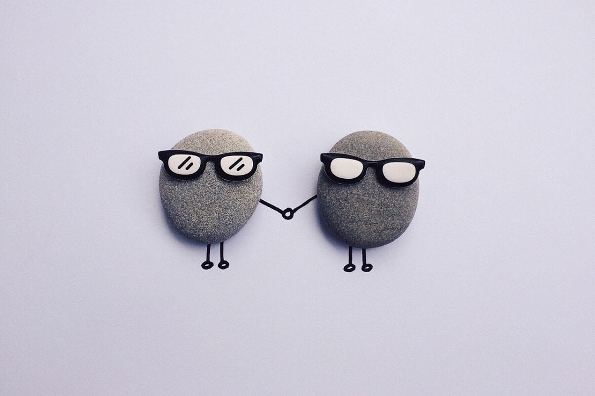 Steine mit Brillen. (Foto: Pexels.com, Quelle Pixabay.com,Creative Commons CC0)