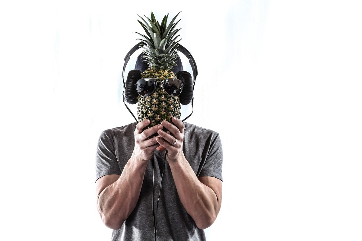 Portrait mit Ananas. (Foto: Tim Toomey, Pixabay.com, Creative Commons CC0)