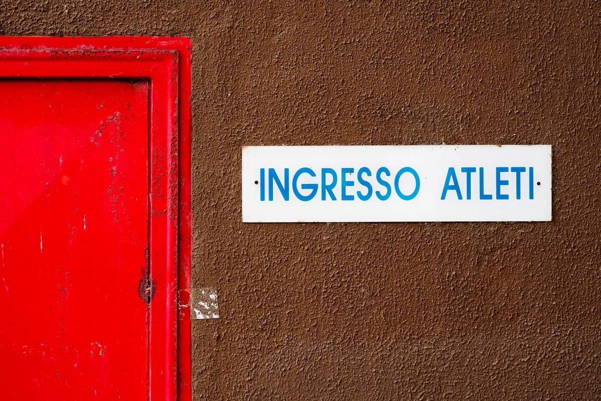Athleteneingang (Foto: Claudio Peccins, Unsplash.com)