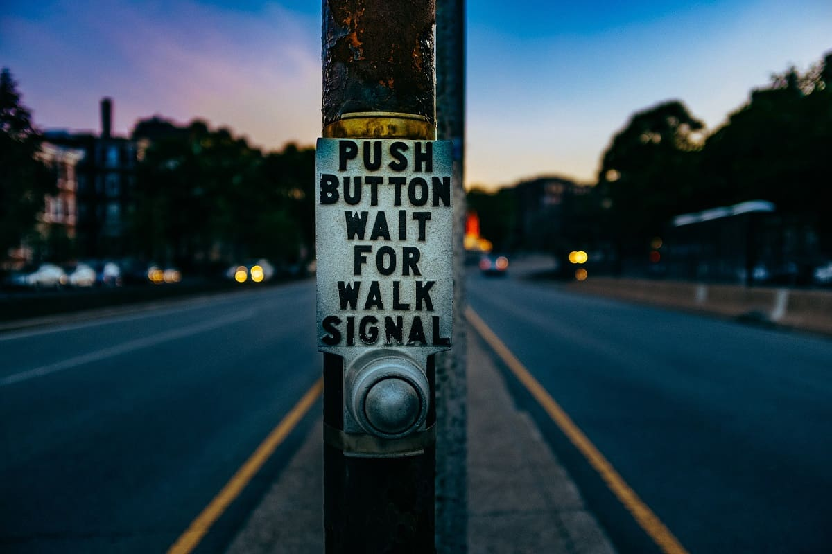 Push Button Wait for Walk Signal. (Foto: Ashim d Silva, Unsplash.com)